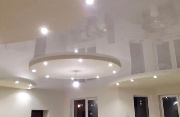 Двухуровневые натяжные потолки - фото
