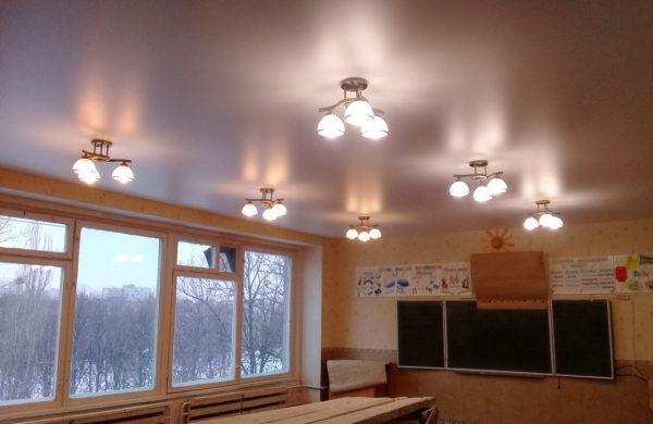 Натяжные потолки в школе - фото примеры