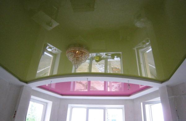 Натяжные потолки разноцветные - фото