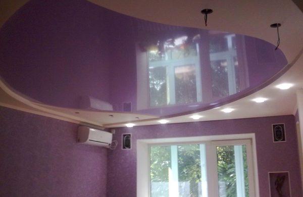 Фото натяжных потолков - криволинейная спайка